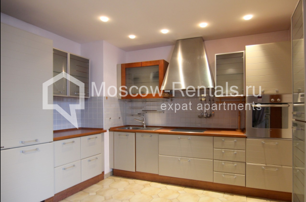 """Photo #1 4-room (3 BR) apartment <u>for a long-term rent</u> (<a href=""""http://moscow-rentals.ru/en/articles/long-term-rent"""" target=""""_blank"""">FAQ</a>)    in Russia, Moscow, Poslednyi lane, 13"""
