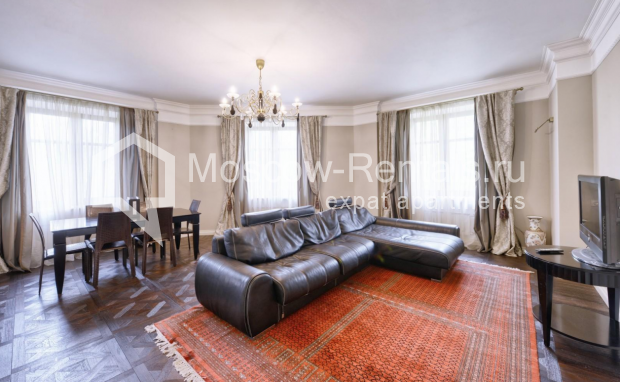 "Photo #1 4-room (3 BR) apartment <u>for a long-term rent</u> (<a href=""http://moscow-rentals.ru/en/articles/long-term-rent"" target=""_blank"">FAQ</a>)    in Russia, Moscow, Frunzenskaya emb., 24"