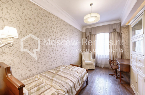 "Photo #5 4-room (3 BR) apartment <u>for a long-term rent</u> (<a href=""http://moscow-rentals.ru/en/articles/long-term-rent"" target=""_blank"">FAQ</a>)    in Russia, Moscow, Frunzenskaya emb., 24"