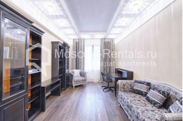 "Photo #8 4-room (3 BR) apartment <u>for a long-term rent</u> (<a href=""http://moscow-rentals.ru/en/articles/long-term-rent"" target=""_blank"">FAQ</a>)    in Russia, Moscow, Frunzenskaya emb., 24"