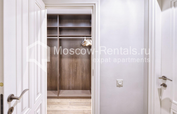 "Photo #11 4-room (3 BR) apartment <u>for a long-term rent</u> (<a href=""http://moscow-rentals.ru/en/articles/long-term-rent"" target=""_blank"">FAQ</a>)    in Russia, Moscow, Frunzenskaya emb., 24"