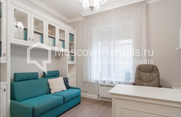 """Photo #10 4-room (3 BR) apartment for <a href=""""http://moscow-rentals.ru/en/articles/long-term-rent"""" target=""""_blank"""">a long-term</a> rent  in Russia, Moscow, Mytnaya str, 7с1"""