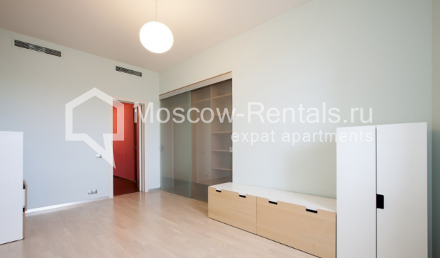 "Photo #16 3-room (2 BR) apartment for <a href=""http://moscow-rentals.ru/en/articles/long-term-rent"" target=""_blank"">a long-term</a> rent  in Russia, Moscow, Komsomolsky prospect, 32 К 2"