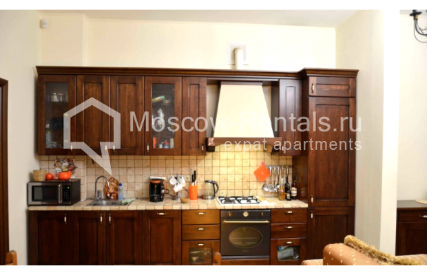 """Photo #5 3-room (2 BR) apartment for <a href=""""http://moscow-rentals.ru/en/articles/long-term-rent"""" target=""""_blank"""">a long-term</a> rent  in Russia, Moscow, Zvonarskyi lane, 1"""