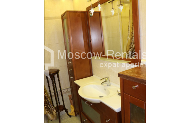 "Photo #14 4-room (3 BR) apartment for <a href=""http://moscow-rentals.ru/en/articles/long-term-rent"" target=""_blank"">a long-term</a> rent  in Russia, Moscow, Petrovka str, 17 С 4"