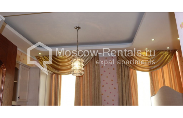 "Photo #10 4-room (3 BR) apartment for <a href=""http://moscow-rentals.ru/en/articles/long-term-rent"" target=""_blank"">a long-term</a> rent  in Russia, Moscow, Petrovka str, 17 С 4"