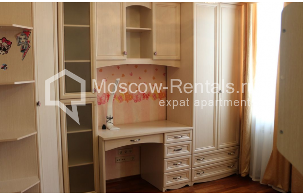 "Photo #9 4-room (3 BR) apartment for <a href=""http://moscow-rentals.ru/en/articles/long-term-rent"" target=""_blank"">a long-term</a> rent  in Russia, Moscow, Petrovka str, 17 С 4"