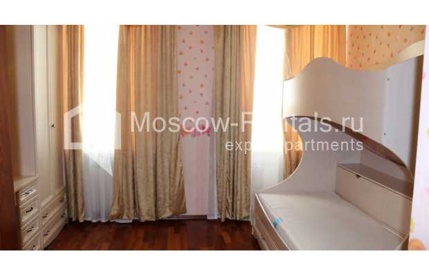 "Photo #8 4-room (3 BR) apartment for <a href=""http://moscow-rentals.ru/en/articles/long-term-rent"" target=""_blank"">a long-term</a> rent  in Russia, Moscow, Petrovka str, 17 С 4"