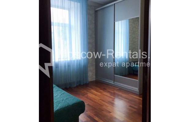 "Photo #12 4-room (3 BR) apartment for <a href=""http://moscow-rentals.ru/en/articles/long-term-rent"" target=""_blank"">a long-term</a> rent  in Russia, Moscow, Petrovka str, 17 С 4"