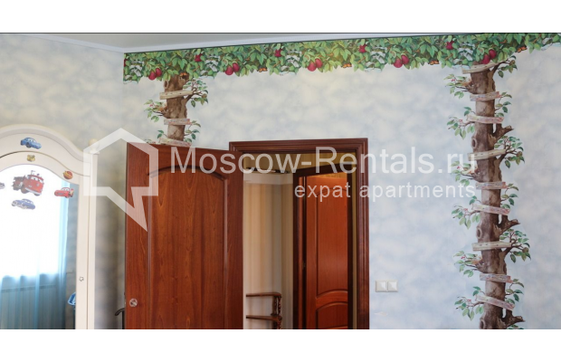 "Photo #13 4-room (3 BR) apartment for <a href=""http://moscow-rentals.ru/en/articles/long-term-rent"" target=""_blank"">a long-term</a> rent  in Russia, Moscow, Petrovka str, 17 С 4"