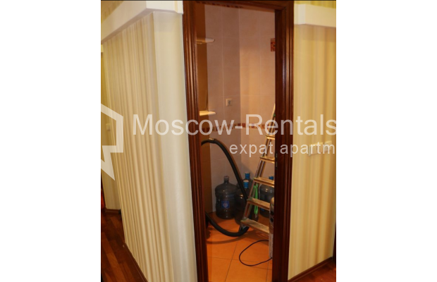 "Photo #20 4-room (3 BR) apartment for <a href=""http://moscow-rentals.ru/en/articles/long-term-rent"" target=""_blank"">a long-term</a> rent  in Russia, Moscow, Petrovka str, 17 С 4"