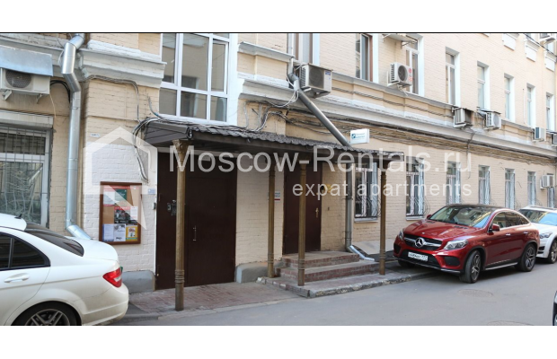 "Photo #30 4-room (3 BR) apartment for <a href=""http://moscow-rentals.ru/en/articles/long-term-rent"" target=""_blank"">a long-term</a> rent  in Russia, Moscow, Petrovka str, 17 С 4"