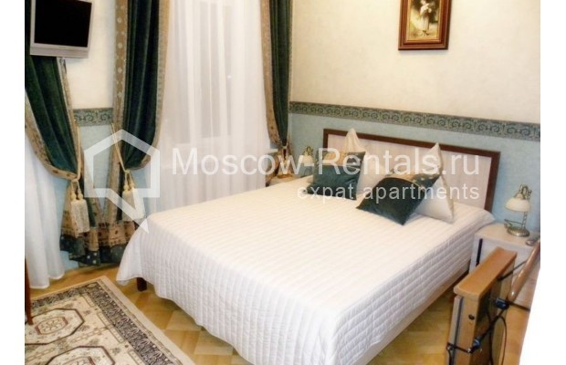 "Photo #4 4-room (3 BR) apartment <u>for a long-term rent</u> (<a href=""http://moscow-rentals.ru/en/articles/long-term-rent"" target=""_blank"">FAQ</a>)    in Russia, Moscow, Rozhdestvenskyi blv, 19"