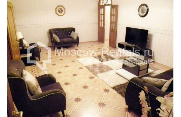 "Photo #2 4-room (3 BR) apartment <u>for a long-term rent</u> (<a href=""http://moscow-rentals.ru/en/articles/long-term-rent"" target=""_blank"">FAQ</a>)    in Russia, Moscow, Rozhdestvenskyi blv, 19"