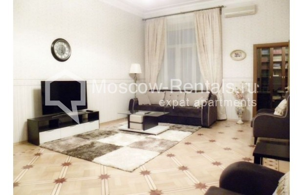 "Photo #1 4-room (3 BR) apartment <u>for a long-term rent</u> (<a href=""http://moscow-rentals.ru/en/articles/long-term-rent"" target=""_blank"">FAQ</a>)    in Russia, Moscow, Rozhdestvenskyi blv, 19"