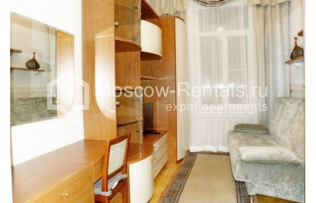 "Photo #8 4-room (3 BR) apartment <u>for a long-term rent</u> (<a href=""http://moscow-rentals.ru/en/articles/long-term-rent"" target=""_blank"">FAQ</a>)    in Russia, Moscow, Rozhdestvenskyi blv, 19"