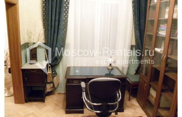 """Photo #6 4-room (3 BR) apartment for <a href=""""http://moscow-rentals.ru/en/articles/long-term-rent"""" target=""""_blank"""">a long-term</a> rent  in Russia, Moscow, Rozhdestvenskyi blv, 19"""