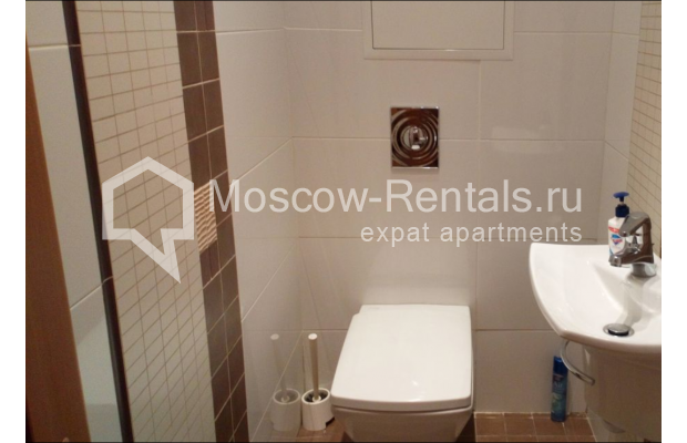 "Photo #12 3-room (2 BR) apartment for <a href=""http://moscow-rentals.ru/en/articles/long-term-rent"" target=""_blank"">a long-term</a> rent  in Russia, Moscow, Kolokolnikov lane, 6 С 1"