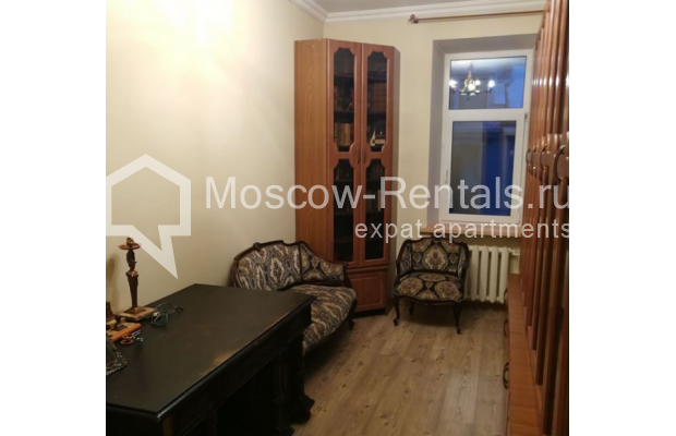 "Photo #9 3-room (2 BR) apartment for <a href=""http://moscow-rentals.ru/en/articles/long-term-rent"" target=""_blank"">a long-term</a> rent  in Russia, Moscow, Kolokolnikov lane, 6 С 1"