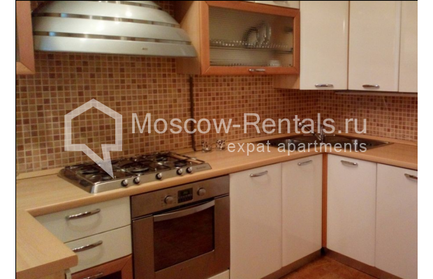 "Photo #3 3-room (2 BR) apartment for <a href=""http://moscow-rentals.ru/en/articles/long-term-rent"" target=""_blank"">a long-term</a> rent  in Russia, Moscow, Kolokolnikov lane, 6 С 1"