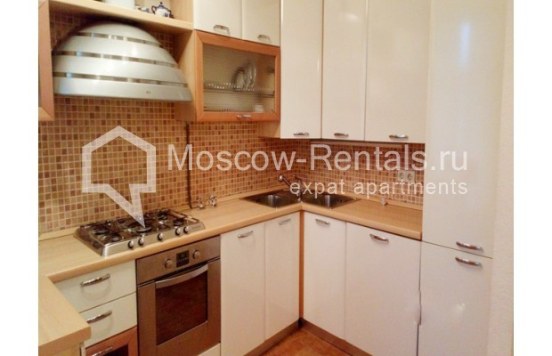 "Photo #4 3-room (2 BR) apartment for <a href=""http://moscow-rentals.ru/en/articles/long-term-rent"" target=""_blank"">a long-term</a> rent  in Russia, Moscow, Kolokolnikov lane, 6 С 1"