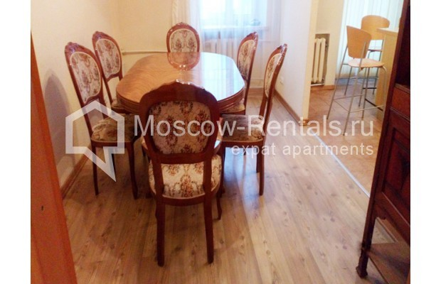 "Photo #5 3-room (2 BR) apartment for <a href=""http://moscow-rentals.ru/en/articles/long-term-rent"" target=""_blank"">a long-term</a> rent  in Russia, Moscow, Kolokolnikov lane, 6 С 1"