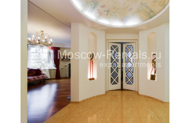 """Photo #13 4-room (3 BR) apartment for <a href=""""http://moscow-rentals.ru/en/articles/long-term-rent"""" target=""""_blank"""">a long-term</a> rent  in Russia, Moscow, Malaya Polyanka str, 5"""
