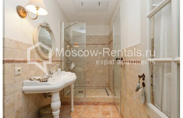 """Photo #13 4-room (3 BR) apartment for <a href=""""http://moscow-rentals.ru/en/articles/long-term-rent"""" target=""""_blank"""">a long-term</a> rent  in Russia, Moscow, B.Polyanka str, 43 С 3"""