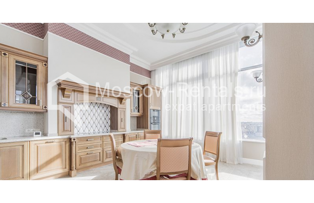 """Photo #11 5-room (4 BR) apartment for <a href=""""http://moscow-rentals.ru/en/articles/long-term-rent"""" target=""""_blank"""">a long-term</a> rent  in Russia, Moscow, Shabolovka str, 10 к 1"""