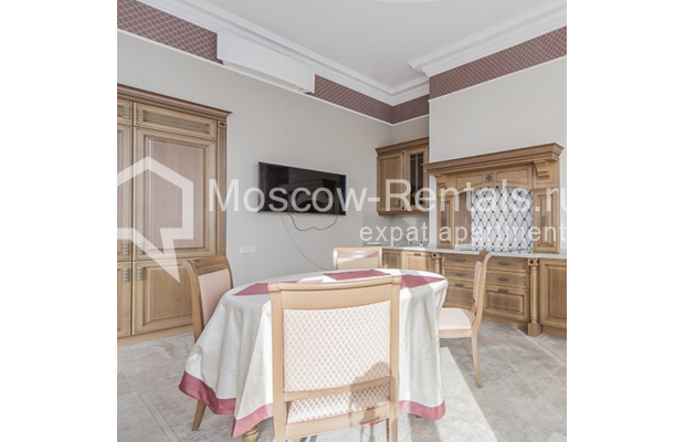 """Photo #12 5-room (4 BR) apartment for <a href=""""http://moscow-rentals.ru/en/articles/long-term-rent"""" target=""""_blank"""">a long-term</a> rent  in Russia, Moscow, Shabolovka str, 10 к 1"""