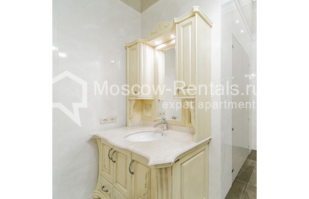 """Photo #21 5-room (4 BR) apartment for <a href=""""http://moscow-rentals.ru/en/articles/long-term-rent"""" target=""""_blank"""">a long-term</a> rent  in Russia, Moscow, Shabolovka str, 10 к 1"""