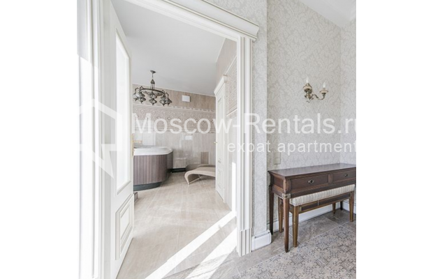"""Photo #27 5-room (4 BR) apartment for <a href=""""http://moscow-rentals.ru/en/articles/long-term-rent"""" target=""""_blank"""">a long-term</a> rent  in Russia, Moscow, Shabolovka str, 10 к 1"""