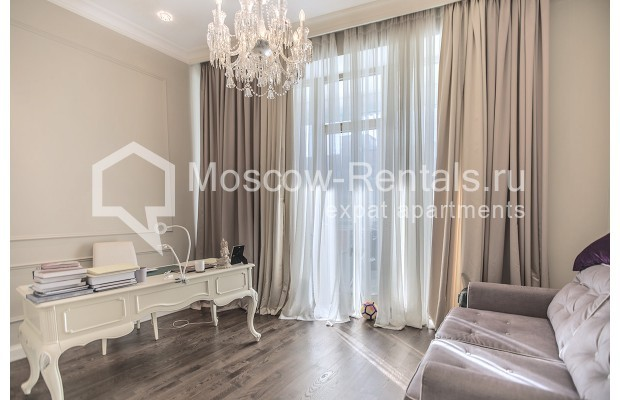 "Photo #18 5-room (4 BR) apartment for <a href=""http://moscow-rentals.ru/en/articles/long-term-rent"" target=""_blank"">a long-term</a> rent  in Russia, Moscow, Efremova str, 10 с 1"