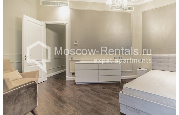 "Photo #13 5-room (4 BR) apartment for <a href=""http://moscow-rentals.ru/en/articles/long-term-rent"" target=""_blank"">a long-term</a> rent  in Russia, Moscow, Efremova str, 10 с 1"