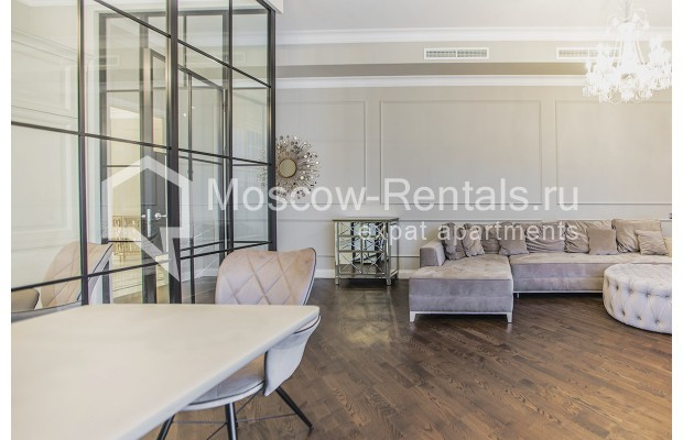 "Photo #3 5-room (4 BR) apartment for <a href=""http://moscow-rentals.ru/en/articles/long-term-rent"" target=""_blank"">a long-term</a> rent  in Russia, Moscow, Efremova str, 10 с 1"