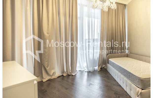 "Photo #15 5-room (4 BR) apartment for <a href=""http://moscow-rentals.ru/en/articles/long-term-rent"" target=""_blank"">a long-term</a> rent  in Russia, Moscow, Efremova str, 10 с 1"