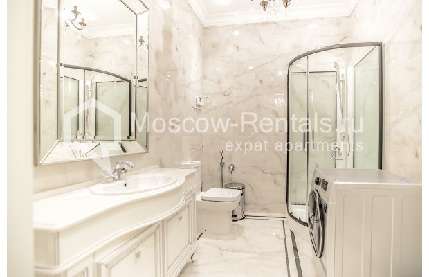 "Photo #19 5-room (4 BR) apartment for <a href=""http://moscow-rentals.ru/en/articles/long-term-rent"" target=""_blank"">a long-term</a> rent  in Russia, Moscow, Efremova str, 10 с 1"