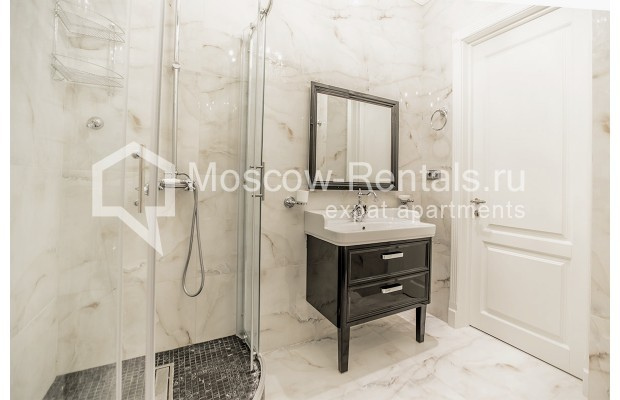 "Photo #14 5-room (4 BR) apartment for <a href=""http://moscow-rentals.ru/en/articles/long-term-rent"" target=""_blank"">a long-term</a> rent  in Russia, Moscow, Efremova str, 10 с 1"