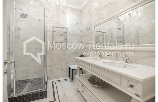 "Photo #11 5-room (4 BR) apartment for <a href=""http://moscow-rentals.ru/en/articles/long-term-rent"" target=""_blank"">a long-term</a> rent  in Russia, Moscow, Efremova str, 10 с 1"