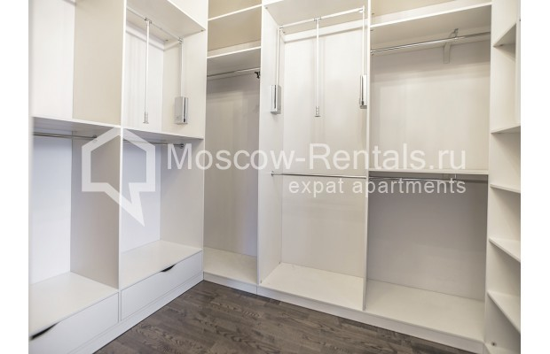 "Photo #10 5-room (4 BR) apartment for <a href=""http://moscow-rentals.ru/en/articles/long-term-rent"" target=""_blank"">a long-term</a> rent  in Russia, Moscow, Efremova str, 10 с 1"