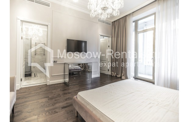 "Photo #9 5-room (4 BR) apartment for <a href=""http://moscow-rentals.ru/en/articles/long-term-rent"" target=""_blank"">a long-term</a> rent  in Russia, Moscow, Efremova str, 10 с 1"