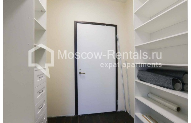 "Photo #5 4-room (3 BR) apartment <u>for a long-term rent</u> (<a href=""http://moscow-rentals.ru/en/articles/long-term-rent"" target=""_blank"">FAQ</a>)    in Russia, Moscow, Malaya Polyanka str, 2"