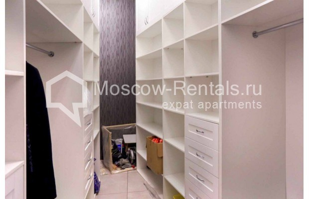 "Photo #10 4-room (3 BR) apartment <u>for a long-term rent</u> (<a href=""http://moscow-rentals.ru/en/articles/long-term-rent"" target=""_blank"">FAQ</a>)    in Russia, Moscow, Malaya Polyanka str, 2"