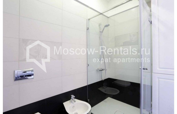 "Photo #12 4-room (3 BR) apartment <u>for a long-term rent</u> (<a href=""http://moscow-rentals.ru/en/articles/long-term-rent"" target=""_blank"">FAQ</a>)    in Russia, Moscow, Malaya Polyanka str, 2"