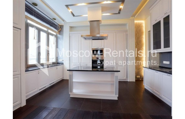 "Photo #13 4-room (3 BR) apartment <u>for a long-term rent</u> (<a href=""http://moscow-rentals.ru/en/articles/long-term-rent"" target=""_blank"">FAQ</a>)    in Russia, Moscow, Malaya Polyanka str, 2"