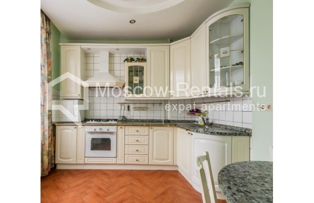 "Photo #7 3-room (2 BR) apartment for <a href=""http://moscow-rentals.ru/en/articles/long-term-rent"" target=""_blank"">a long-term</a> rent  in Russia, Moscow, Ermolaevskyi lane, 18А"