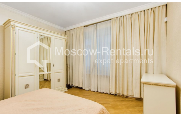 "Photo #4 3-room (2 BR) apartment for <a href=""http://moscow-rentals.ru/en/articles/long-term-rent"" target=""_blank"">a long-term</a> rent  in Russia, Moscow, Spiridonovka str, 18"