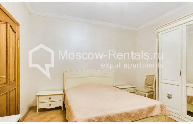 "Photo #5 3-room (2 BR) apartment for <a href=""http://moscow-rentals.ru/en/articles/long-term-rent"" target=""_blank"">a long-term</a> rent  in Russia, Moscow, Spiridonovka str, 18"