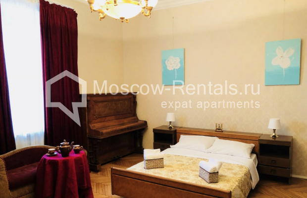 """Photo #3 3-room (2 BR) apartment for <a href=""""http://moscow-rentals.ru/en/articles/long-term-rent"""" target=""""_blank"""">a long-term</a> rent  in Russia, Moscow, Sadovaya-Kudrinskaya str, 8/12"""