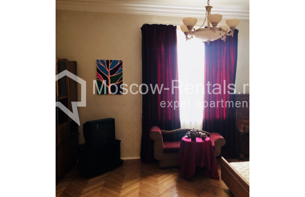 """Photo #5 3-room (2 BR) apartment for <a href=""""http://moscow-rentals.ru/en/articles/long-term-rent"""" target=""""_blank"""">a long-term</a> rent  in Russia, Moscow, Sadovaya-Kudrinskaya str, 8/12"""